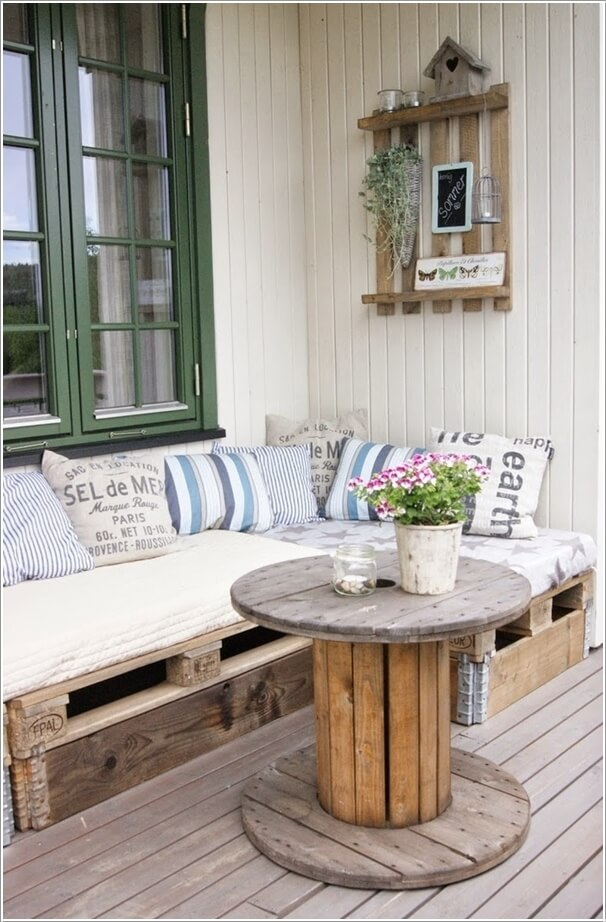 recycle pallet wood into a bench