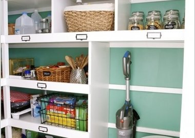 Vacuum Cleaner Storage Ideas 5