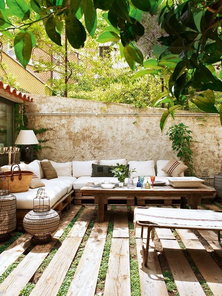 15 Cool Backyard Flooring Ideas