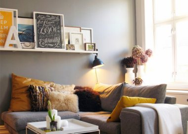How to Decorate Around a House with Picture Ledges fi