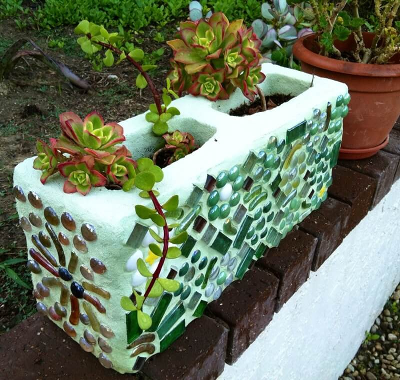 12 diy mosaic garden decor projects for Homemade garden decor crafts