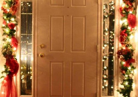15 Front Entry Christmas Decor Ideas