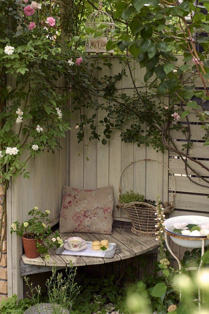 Garden Nook Seating Ideas