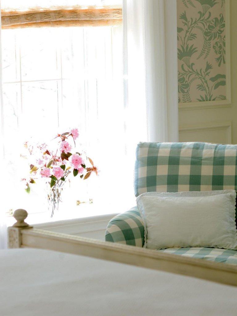 Gingham Bedroom Decorating Ideas
